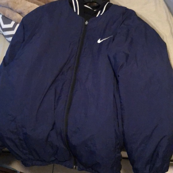casual shoes factory outlet online store Old school Nike jacket